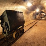 why are gold mining stocks lagging behind