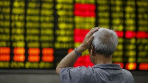 Green numbers indicate losses in the Chinese stock market.