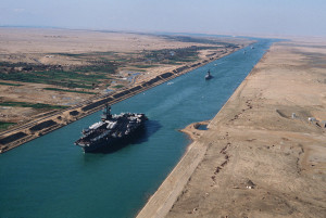 Aircraft carrier USS America (CV-66) in the Suez Canal
